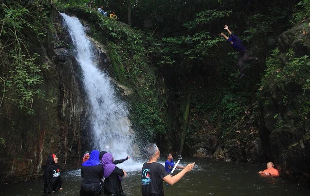 myadventurehost pakej outdoor waterfall