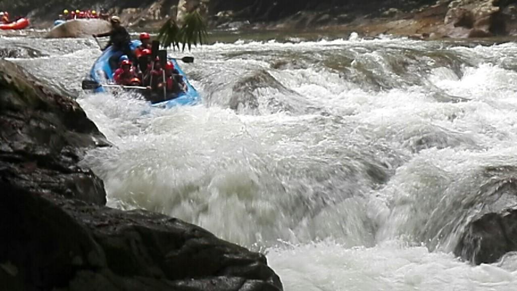 pakej water rafting student ipta